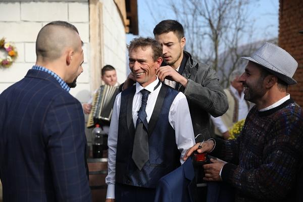 AUDIENŢE TV: Ediţia specială a reality show-ului GOSPODAR FĂRĂ PERECHE a fost lider de audienţă! Câţi romani au văzut nuntă?