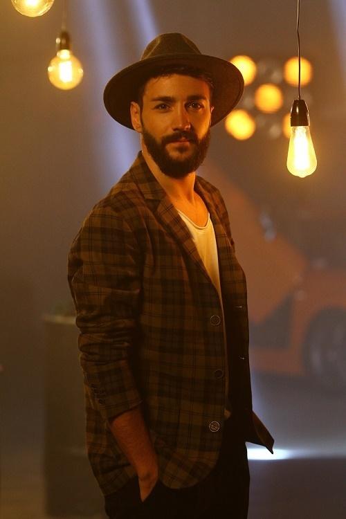 """Concurentul """"X Factor"""" Salvatore Pierluca, victimă a bullying-ului din cauza pasiunii sale pentru muzică"""