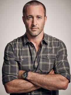 Alex O'Loughlin of the CBS series HAWAII FIVE-0, scheduled to air on the CBS Television Network. Photo: Justin Stephens/CBS ©2017 CBS Broadcasting Inc. All Rights Reserved.