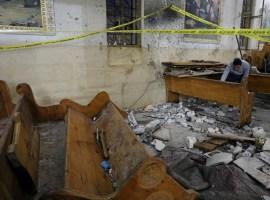 Duas igrejas cristãs são atacadas no Egito, e deixa dezenas de mortos