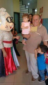 pr. Alvaro seus netos e vovo liza