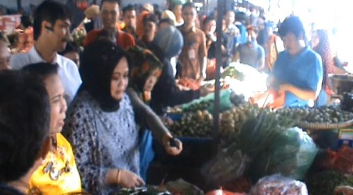 Pantau Harga, Perwakilan Kemendag RI Turun Kepasar