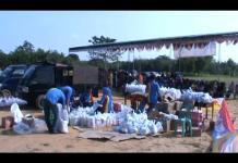 Tebar Ribuan Sembako untuk Warga