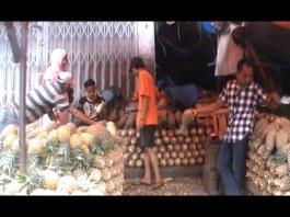 Penjual Nanas Kebanjiran Order