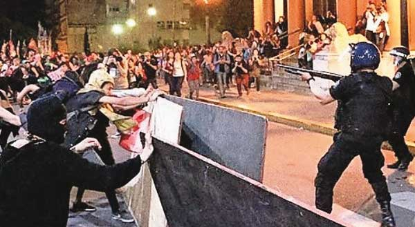 femministe bruciano cattedrale argentina