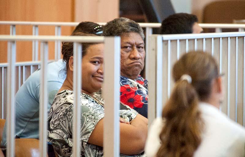 Le roi de la prétendue république Hau Pakumatu avec sa fille © Cédric VALAX