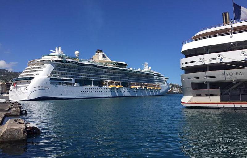 Bateaux de croisières, port de Papeete.