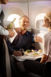 boeing-7879-business-premier-dual-dining-2-0156527
