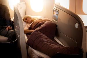 boeing-7879-business-premier-lie-flat-bed-lady-sleeping-0156529
