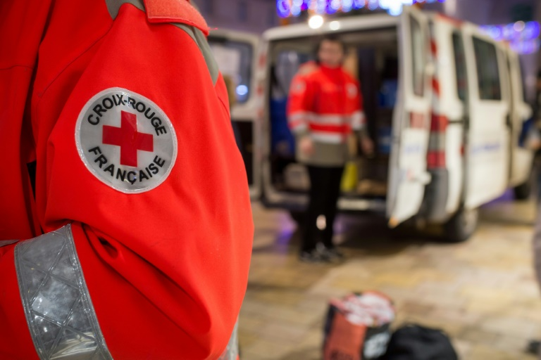 Des membres de la Croix-Rouge à Tours, le 22  décembre 2016. © AFP
