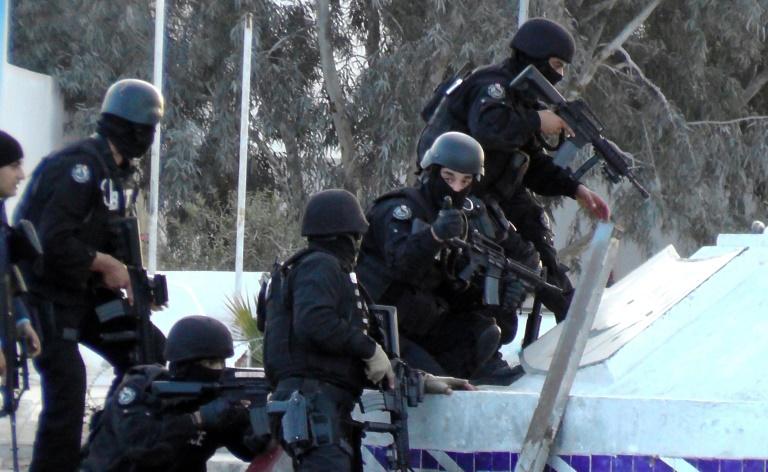 Des hommes des forces spéciales tunisiennes à Ben Guerdane, dans une région de Tunisie voisine de la Libye, le 7 mars 2016. © AFP