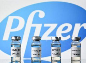 Aprueban tercera dosis de Pfizer en personas mayores de 18