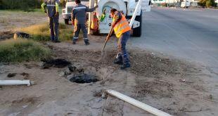 Trabaja PTAR en saneamiento de línea de drenaje de la colonia Fidepaz