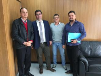 Vice-prefeito e vereadores com o secretário de Articulação e Apoio aos Municípios