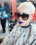 Mani Bella : lynché par des internautes, elle décide d'arrêter le blanchiment de la peau