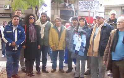 Dirigentes sociales junto a Beatriz Vargas y su marido Juan Condorí en Bs. As.