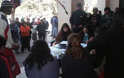 Los concejales fueron rodeados por los manifestantes cuando se desarrollaba la sesión