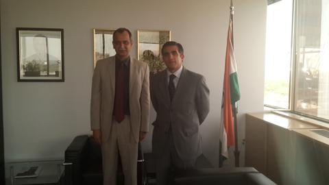 El senador Nanni con el Embajador Amarendra Khatua