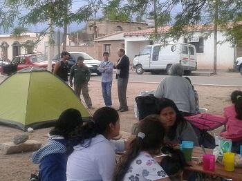 El Obispo de la Prelatura de Cafayate se interiorizó de la situación. Foto gentileza FM La Voz