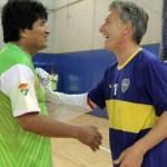 Antes de la asunción, Macri jugó al fútbol con Evo Morales