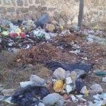 Enorme basural a escasos metros de la entrada al cementerio