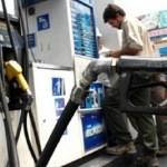 El Gobierno acordó con petroleras y la nafta aumenta 8%