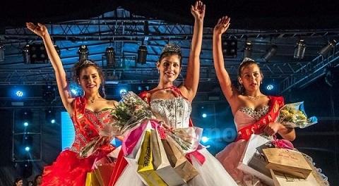 Rocío Faber, elegida reina, con las princesas en el final de la fiesta..  Foto: El Tribuno/Pablo Yapura