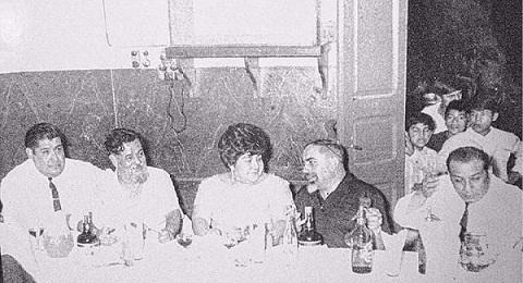 Celestino, Daría y Juan Balderrama, junto a Gustavo Leguizamón y Manuel J. Castilla, autores de la zamba.