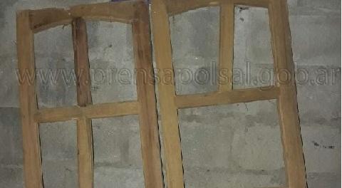 Las ventanas robadas y recuperadas tras la detención del ladrón.