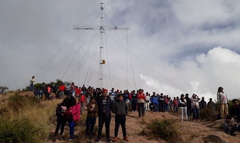 Unas 700 personas celebraron el Día de la Cruz en el Cerro San Isidro