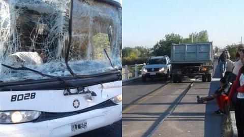 Un colectivo de Flecha Bus chocó con un camión en El Carril