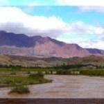 El camino a Corralito cortado por la crecida del Río Calchaquí