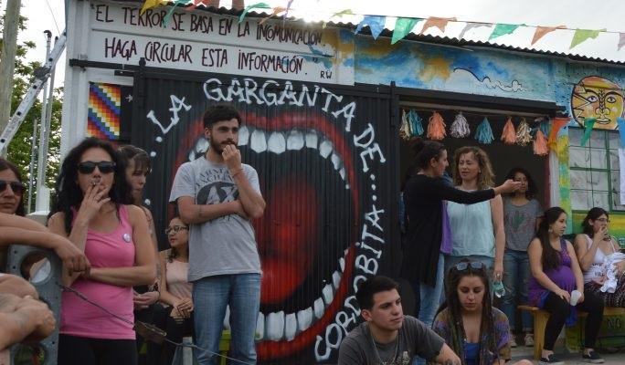Se estrena 2185 en el Sodre; movimiento de villas argentinas en Montevideo y música carioca en La Trama