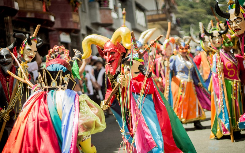 Carnavales de Uruguay y Colombia frente a frente