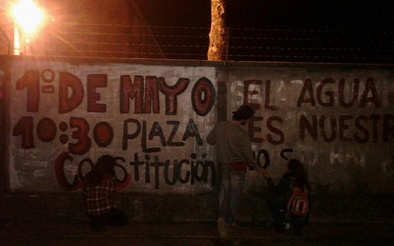 Policía de Paysandú reprime pintada de jóvenes