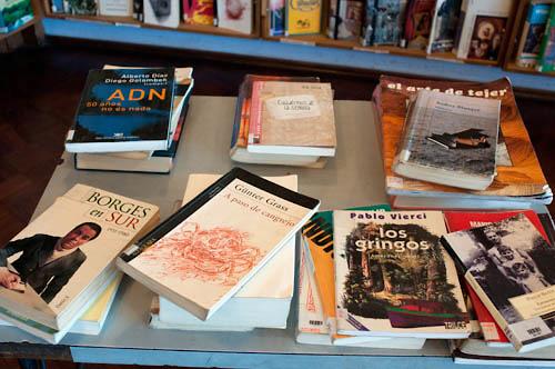 Jóvenes de AEBU proponen intercambio de libros