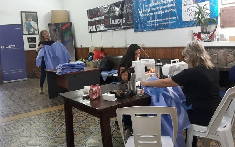 Seccional de AEBU en Paysandú cose prendas para ayudar a hospital de la ciudad