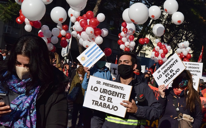 La emergencia es la gente: multitudinaria movilización del PIT-CNT