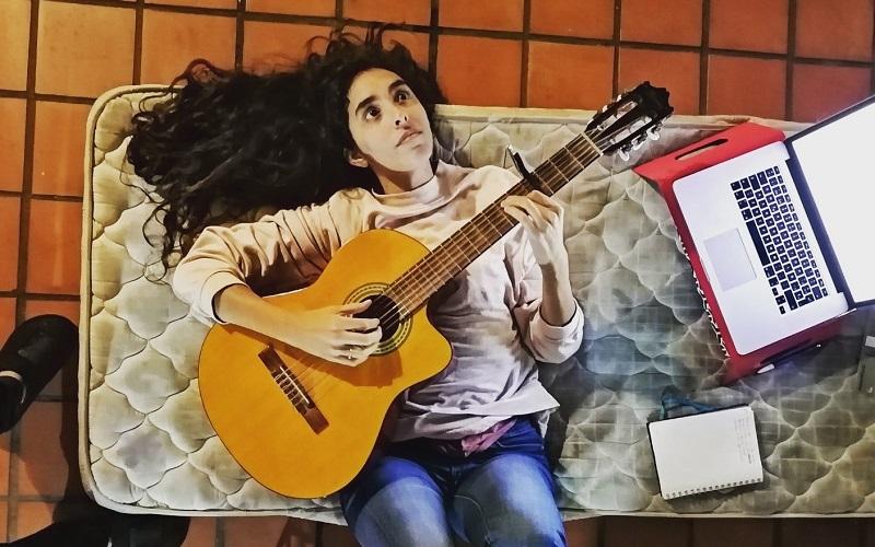 Inés Errandonea presentó La Moneda, su nuevo simple