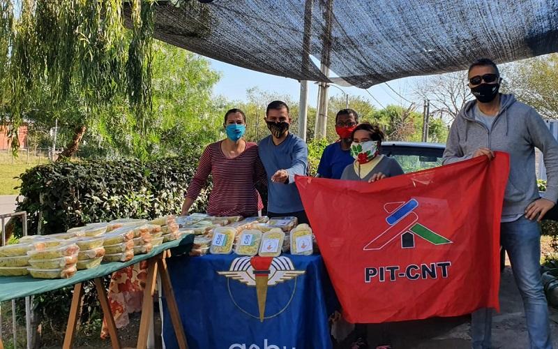 De la parada del ómnibus a las casas; una olla a pulmón en Montevideo Rural