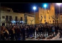 Concentració per donar suport als polítics presos a la Bisbal d'Empordà | Imatge de Manel Magrinya