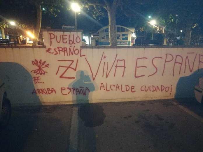 Pintades feixistes al Jardí 1 d'Octubre de Palamós | Imatge del CDR Palamós Calonge