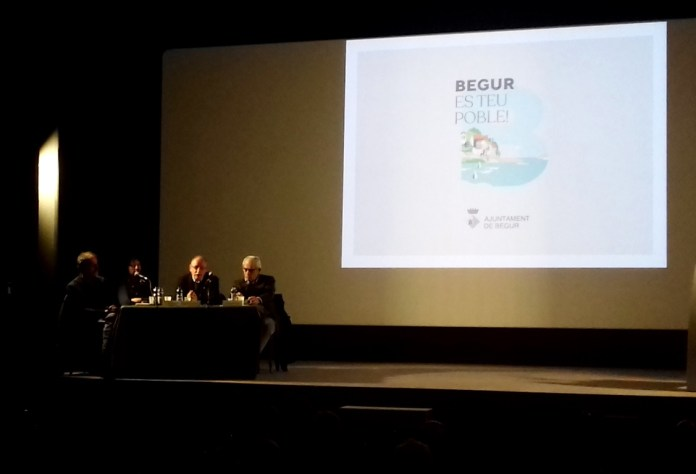 Fotografia de la reunió informativa dels projectes urbanístics de Begur