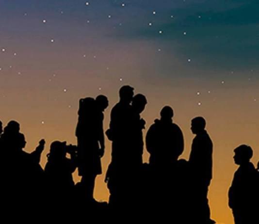 privat:-una-caminada-nocturna-enceta-dema-els-actes-programats-de-la-festa-d'esclanya