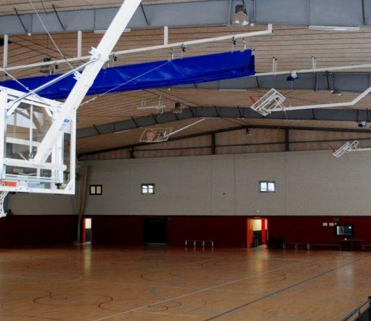privat:-el-pavello-de-santa-cristina-ja-disposa-de-tres-pistes-transversals-de-basquet