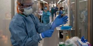 Un metge a l'Hospital Clínic de Barcelona | Imatge d'arxiu