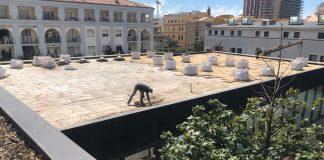 Treballs d'impermeabilització a la coberta de la Biblioteca Municipal de Palamós