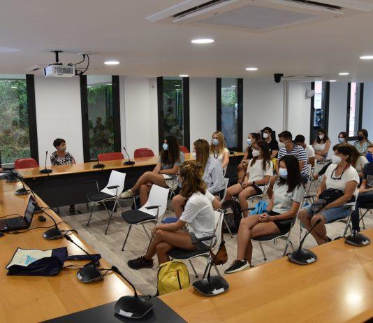 Sessió informativa dels treballadors a Calonge que controlaran les platges i espais públics | Imatge de l'Ajuntament