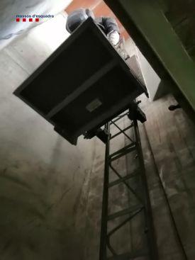 Muntacàrregues per poder accedir al búnquer | Imatge dels Mossos d'Esquadra