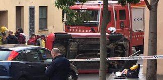 Un cotxe bolcat a Sant Feliu de Guíxols - Imatge d'Alex Serra